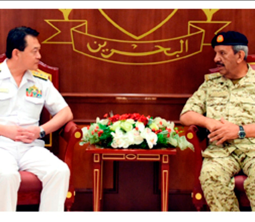 Bahrain's Defense Chief Receives Outgoing Combined Task Force Commander