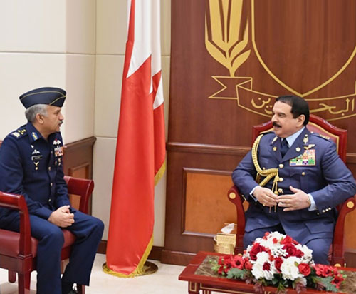 Bahrain's King Receives Pakistan's Chief of Air Staff