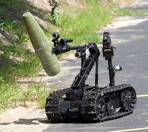 "Bloomberg: ""U.S. Army Turning to Robot Soldiers"""