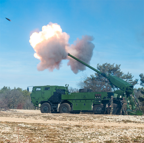 Nexter Demos its Artillery to Delegates of 18 Countries