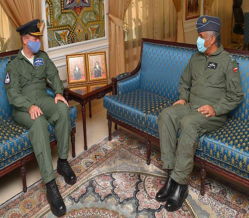 Oman's Air Force Commander Receives UK Chief of Air Staff
