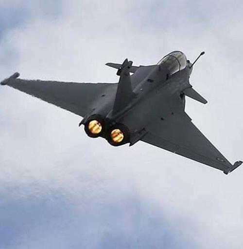 Qatar, France Ink $14 Billion Military, Aviation Deals