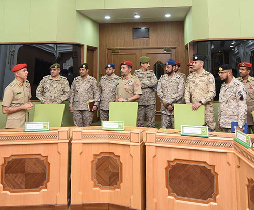 Saudi Military Delegation Visits Sultanate of Oman