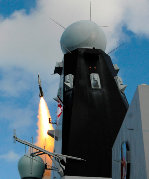 Sea Viper firing - HMS DUNCAN - October 2014 - copyright MBDA