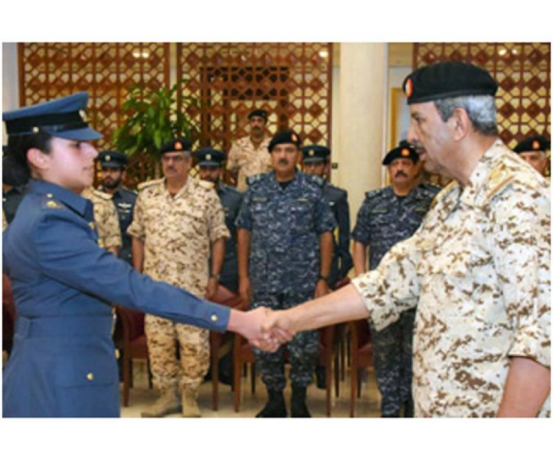 Bahrain's Commander-in-Chief Receives Graduate Officers