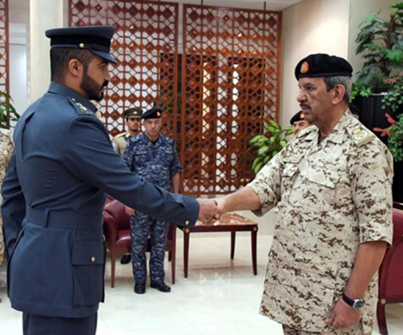 Bahrain's Defense Chief Receives US Delegation, Graduate Officers