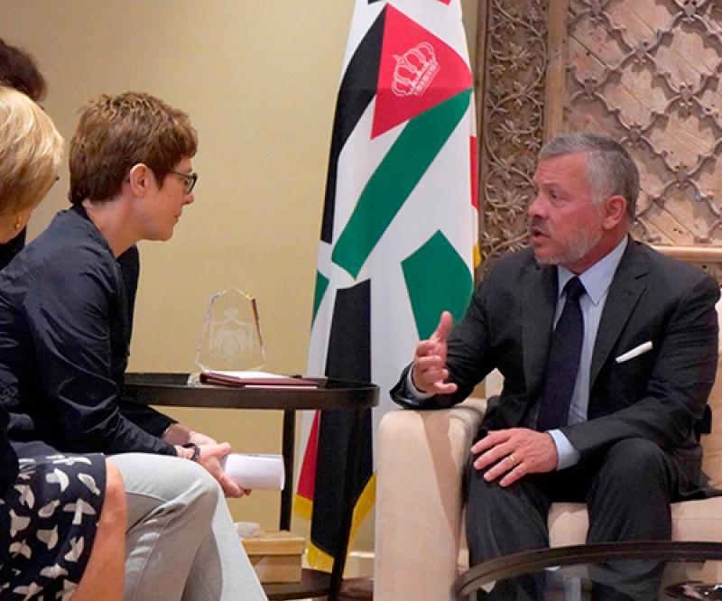 Jordanian King Receives German Federal Minister of Defense