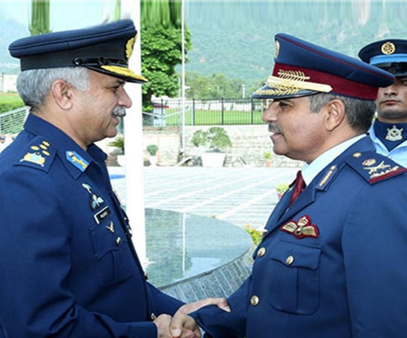 Qatar's Air Force Commander Meets Pakistani Counterpart