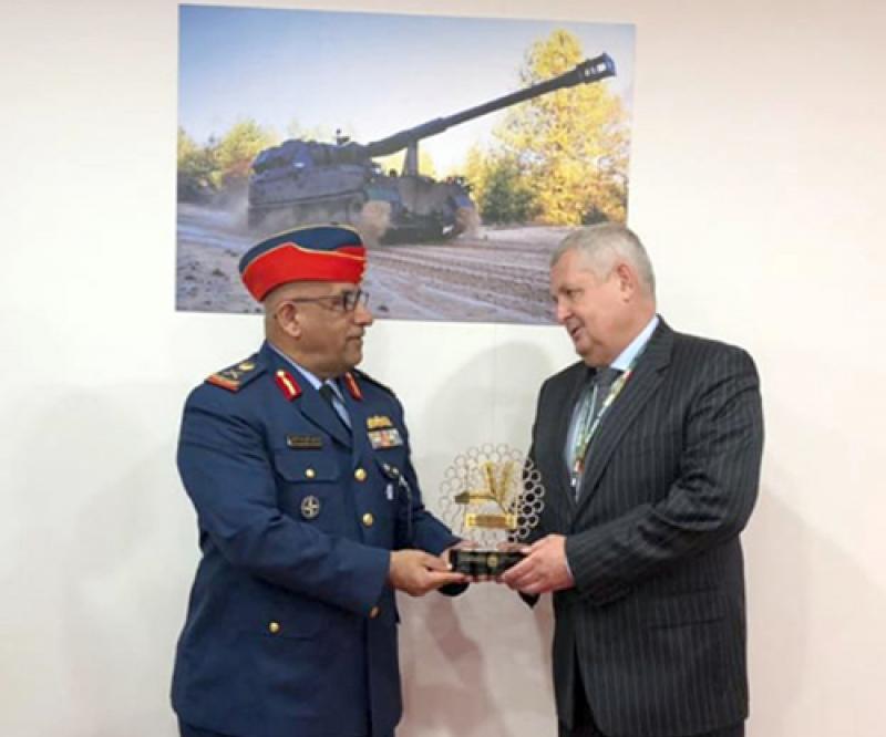 UAE Defense Delegation Attends MSPO Exhibition in Poland