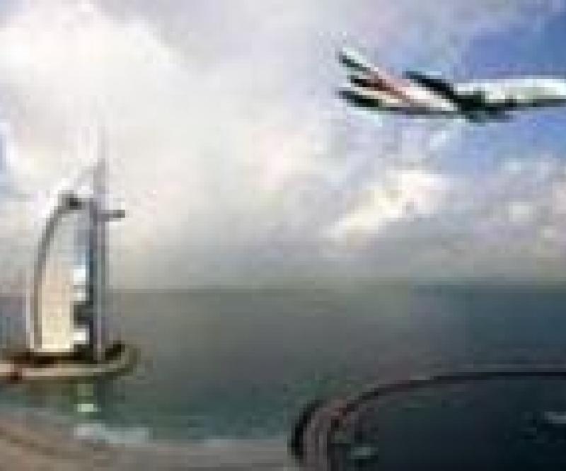 Emirates to Hire 4,000 Cabin Crews