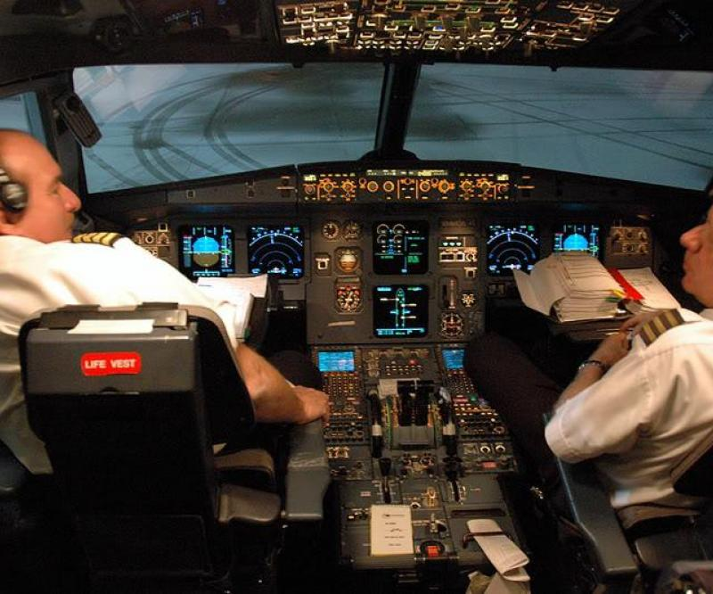 Emirates to Hire 700 Pilots