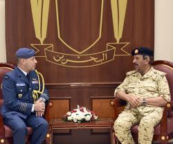 Bahrain's Defense, Royal Guard Chiefs Receive Canadian Military Attaché