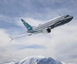 Boeing 737 MAX 7 Completes First Flight