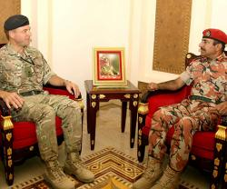Commander of UK's Joint Expeditionary Force Meets Top Omani Chiefs