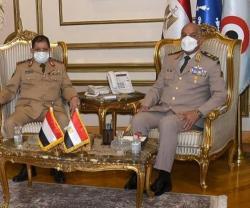 Egyptian President, Defense Minister Receive Yemen's Defense Minister