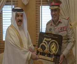 King of Bahrain Receives Commander of Royal Tanks
