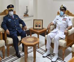 Oman's Chief-of-Staff Holds Talks with Qatari Counterpart