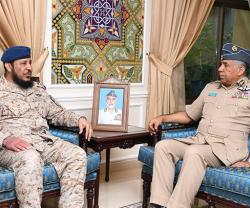 Oman Air Force Commander Receives GCC Military Official