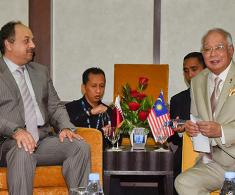 Qatar's Defense Minister Meets Malaysian Prime Minister