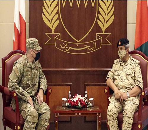 Bahrain's Commander-in-Chief Receives US, UK Military Attachés