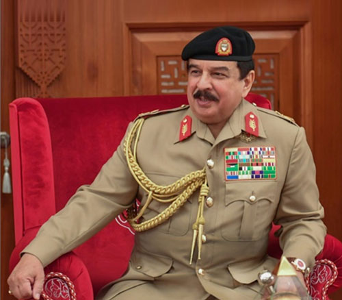 Bahrain's King Receives Defense Minister, Commander-in-Chief and Chief-of-Staff