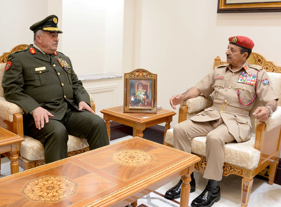 Jordanian Chairman of Joint Chiefs of Staff Visits Oman