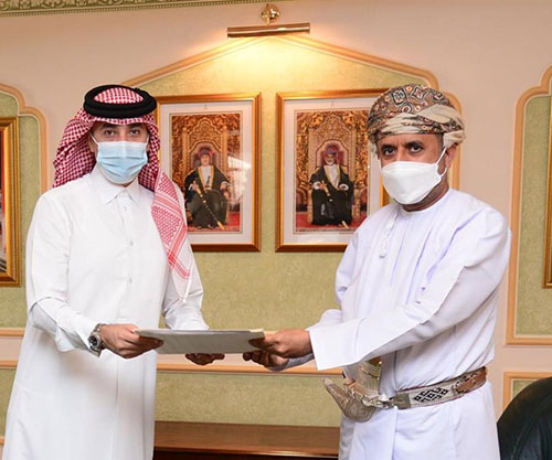 Oman's Deputy Defense Minister Receives Written Message from Qatar's Defense Minister