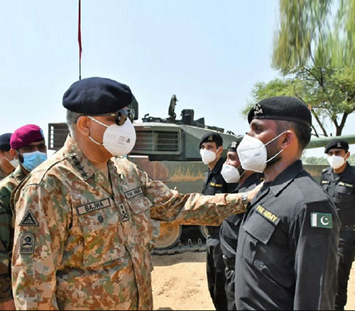 Pakistan Army Chief Witnesses Demonstration of New VT-4 Main Battle Tank