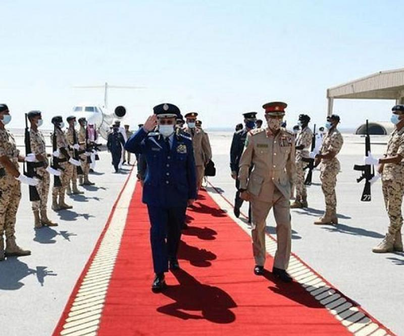 Bahrain's Commander-in-Chief Receives Chief of Saudi General Staff