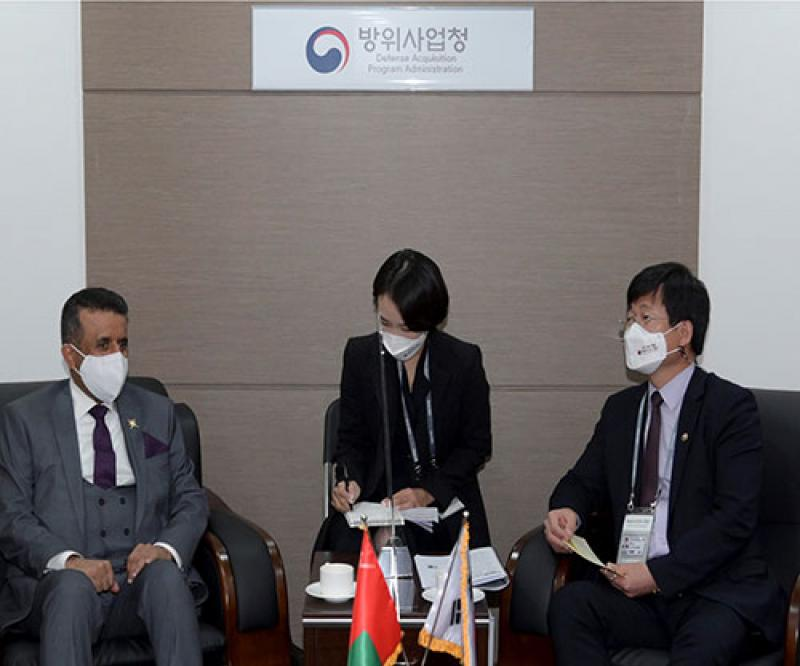 Oman Defense Secretary General Meets Korean DAPA Minister in Seoul