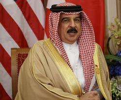 Bahrain's King Receives Royal Guard Team