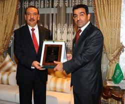 Tunisian President Awards Departing Saudi Military Attaché